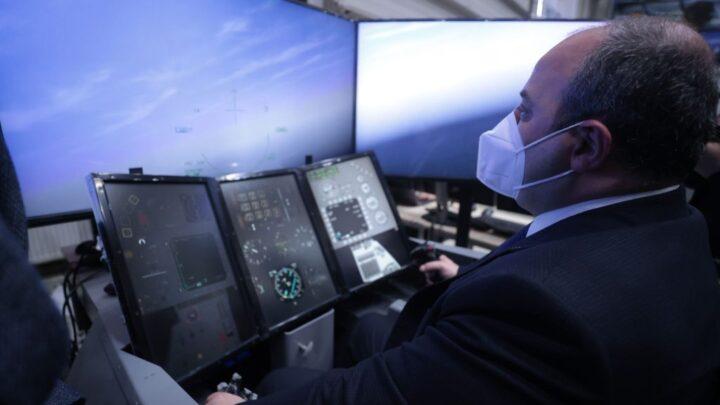 Sanayi ve Teknoloji Bakanı F-16 ile Uçma Deneyimi